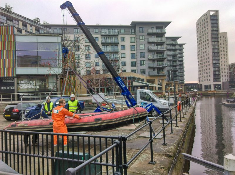 crane-helps-diving-team